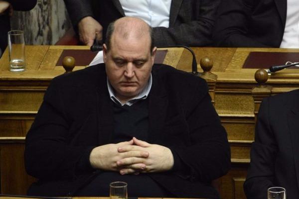 Βουλή: Ο Φίλης κοιμάται τον ύπνο του δικαίου! -